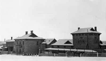 Murray Bridge Railway Station and Refreshment Rooms in Railway Terrace 1933 SLSA B8922