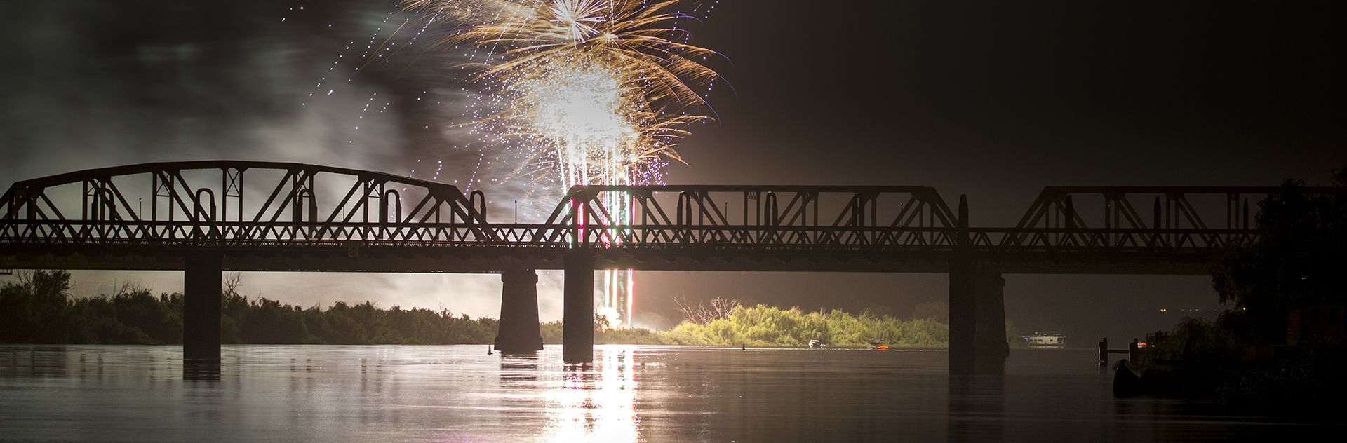 WebsiteMurrayBridgeFireworks