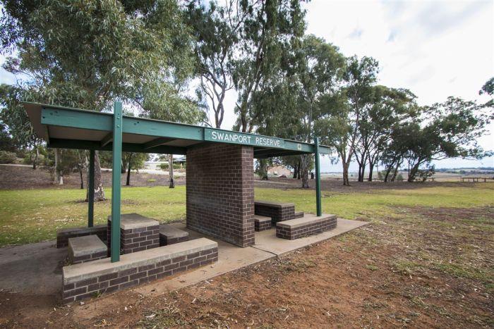 Swanport Reserve Picnic Shelter