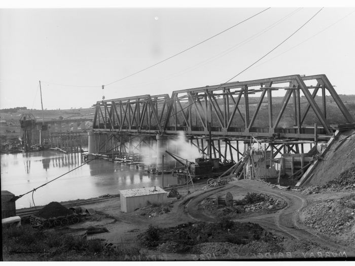 The second bridge under construction in 1925 GN12187