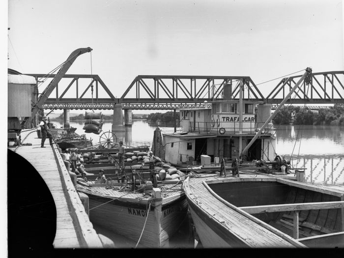 The Wharf at Murray Bridge in 1920 with the paddlesteamer Trafalgar and barge Namoi HTSA GN07946