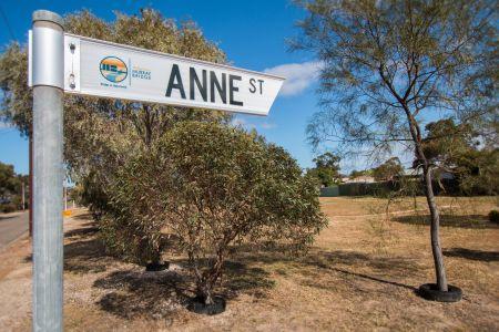 Anne Street Sign